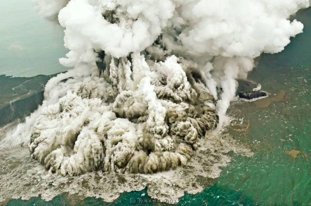 Ινδονησία: Αναδρομολογούνται πτήσεις εξαιτίας της ηφαιστειακής τέφρας   tanea.gr