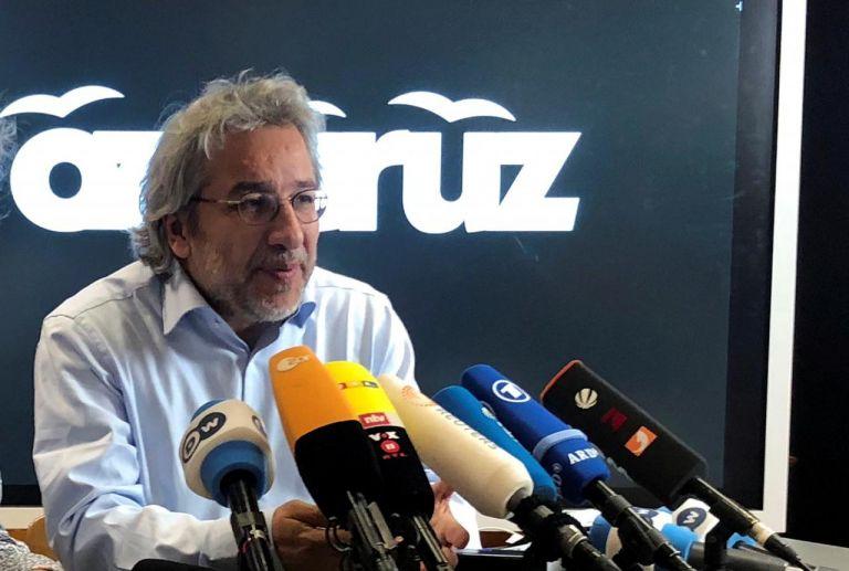 Ενταλμα σύλληψης του δημοσιογράφου Ντουντάρ στην Τουρκία | tanea.gr