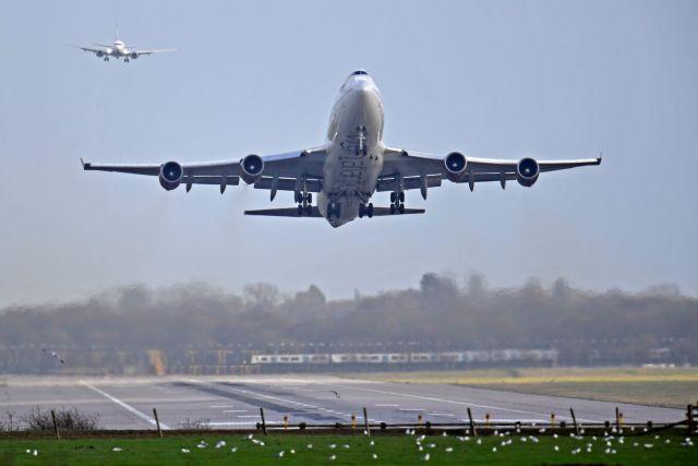 Βρετανία: Αυστηρότερα μέτρα στα αεροδρόμια για την απειλή των drones | tanea.gr