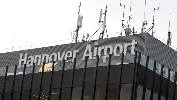 Συναγερμός στο Ανόβερο : Ι.Χ επιχείρησε να εισβάλει σε πύλη του αεροδρόμιο | tanea.gr