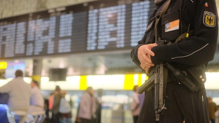 Απορρίπτεται η εκδοχή τρομοκρατικής επίθεσης στο αεροδρόμιο του Ανόβερο   tanea.gr