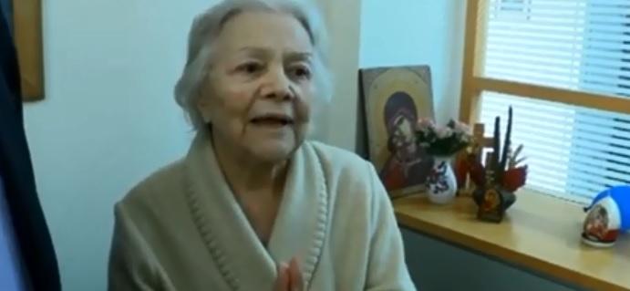 Η σπουδαία Μαίρη Λίντα συγκινεί μέσα από το Γηροκομείο Αθηνών | tanea.gr