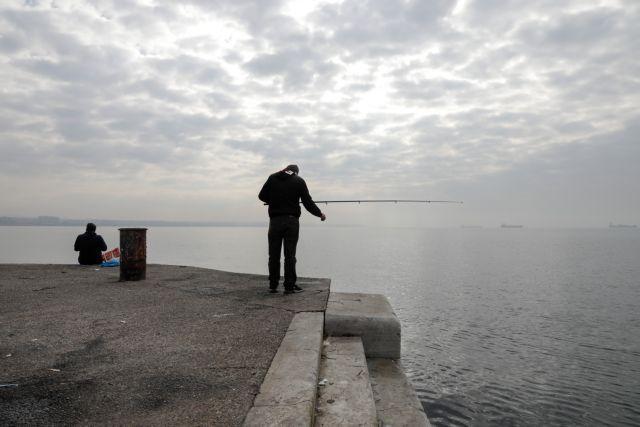 Σε εξέλιξη επιχείρηση ανάσυρσης πτώματος από τα νερά του Θερμαϊκού | tanea.gr
