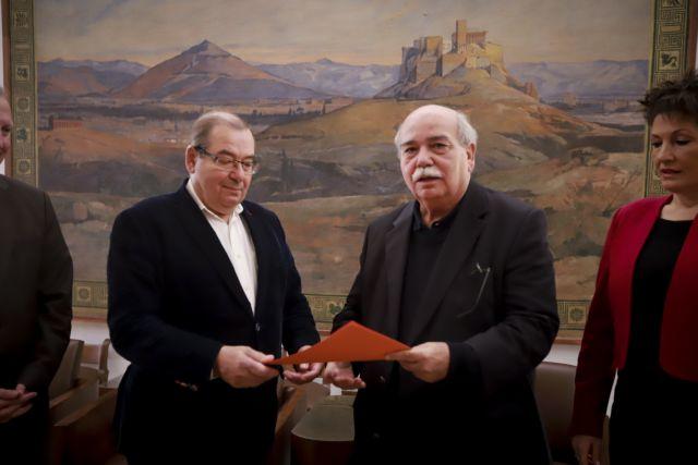 Στον Νίκο Βούτση παραδόθηκε το πόρισμα της Εξεταστικής για την Υγεία | tanea.gr