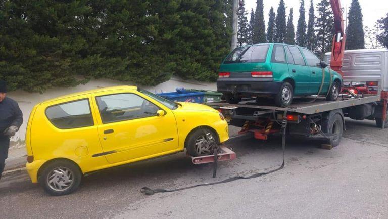 Απομάκρυνση εγκαταλελειμμένων αυτοκινήτων από τους δρόμους | tanea.gr