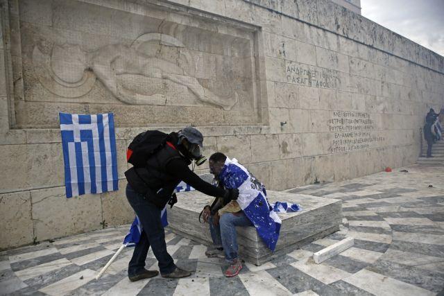 Ελληνας ο «αφρικανός» που συγκρουόταν με τα ΜΑΤ έξω από τη Βουλή | tanea.gr