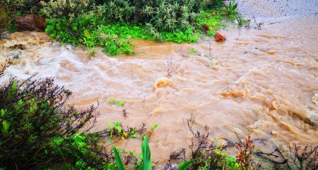 Δυτική Ελλάδα: Κατολισθήσεις βράχων λόγω των καταρρακτωδών βροχών | tanea.gr