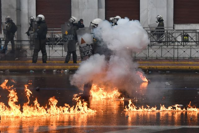Προκαλεί η ΕΛ.ΑΣ με ανακοίνωσή της για τα χημικά στο συλλαλητήριο | tanea.gr
