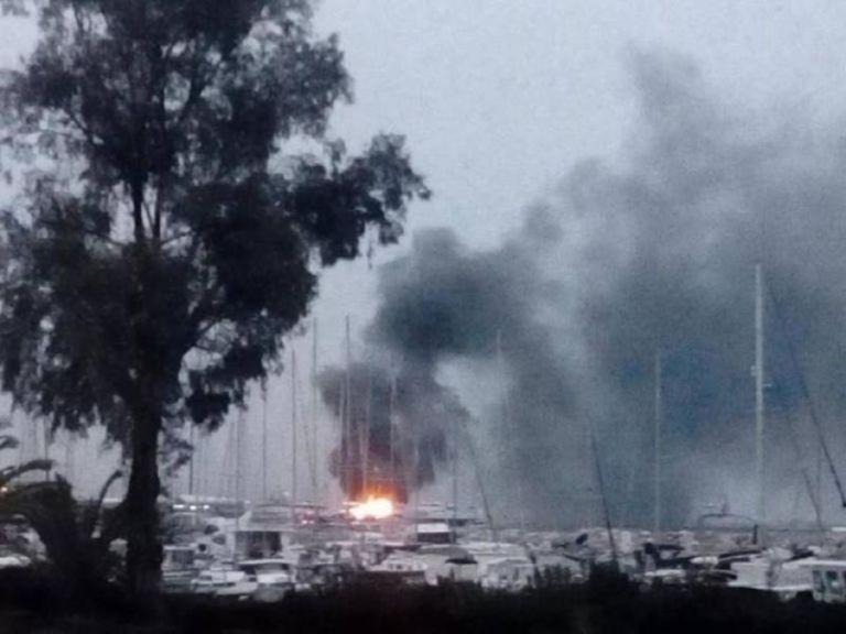 Πυρκαγιά σε δύο ιστιοφόρα στο λιμάνι της Πάτρας | tanea.gr