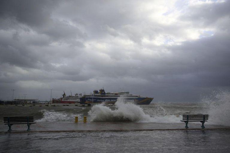 Απαγορευτικό απόπλου : Δεμένα τα καράβια σε Πειραιά, Ραφήνα και Λαύριο | tanea.gr