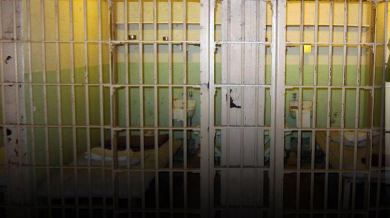 Απόδραση πέντε κρατουμένων από το Μεταγωγών | tanea.gr