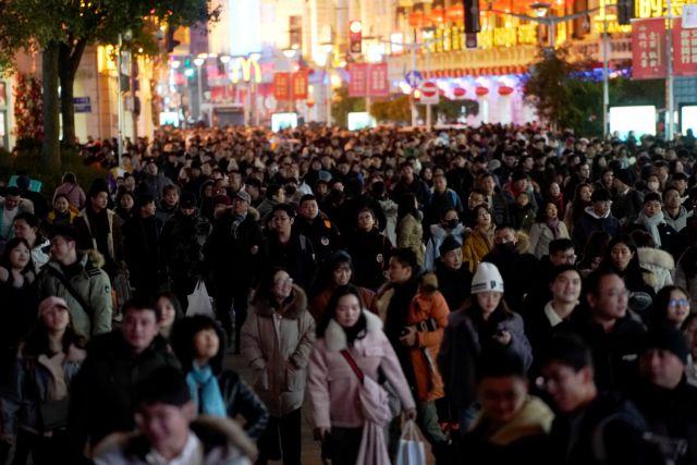 Κίνα: Στο 1,44 δισ. θα σκαρφαλώσει ο πληθυσμός το 2029   tanea.gr