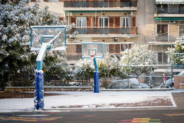 Θεσσαλονίκη: Επεισοδιακό διάλειμμα - Μαθητής γλίστρησε στον πάγο | tanea.gr