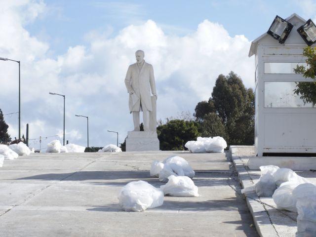 86 σακούλες με σίδερα, μάρμαρα και καδρόνια από τα επεισόδια στο συλλαλητήριο | tanea.gr