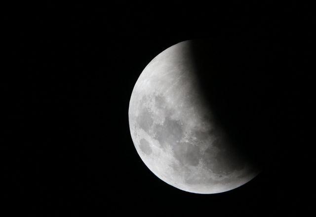 Στα σκαριά γεωτρήσεις στη Σελήνη από τον ESA   tanea.gr