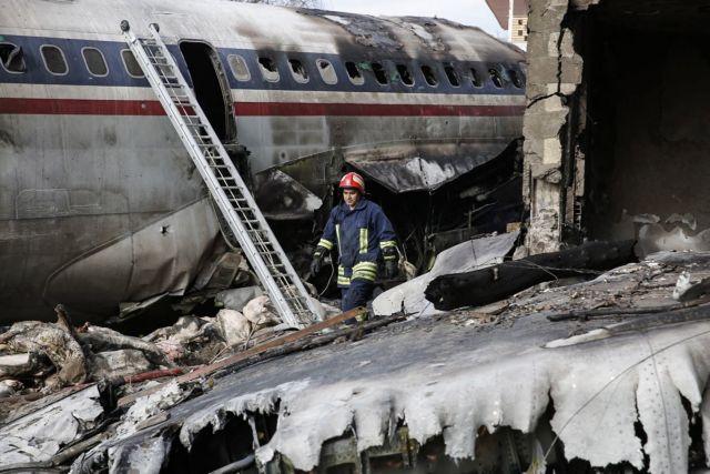 Ιράν: Συντριβή στρατιωτικού Boeing - Στους 7 οι νεκροί | tanea.gr