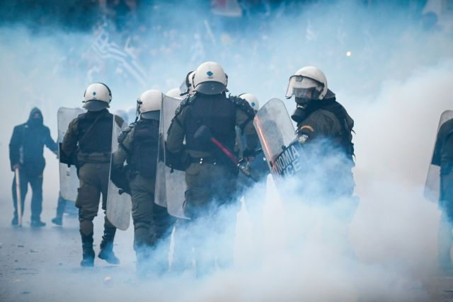 Σοκαριστική μαρτυρία διαδηλωτή: 50 άτομα με χτυπούσαν με σίδερα και μαχαίρια | tanea.gr