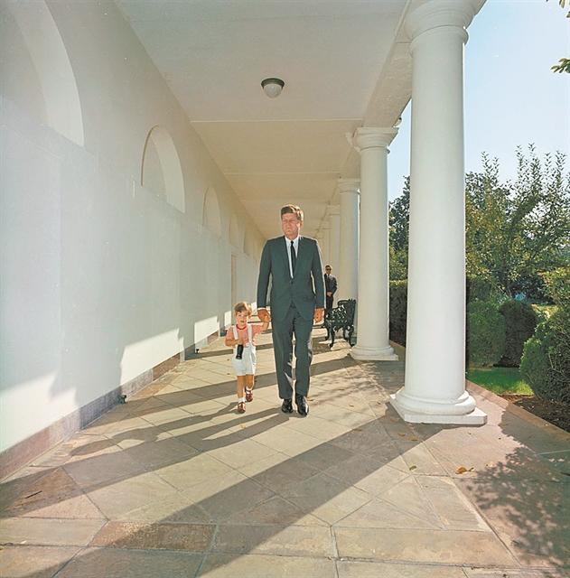 Ο πρόεδρος φαίνεται και από τις φωτογραφίες του | tanea.gr