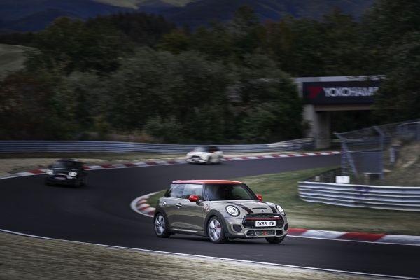 MINI John Cooper Works και Cabrio: Με τις νέες νόρμες εκπομπών ρύπων | tanea.gr