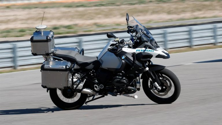 H BMW παρουσίασε την πρώτη μοτοσικλέτα που κινείται χωρίς αναβάτη | tanea.gr