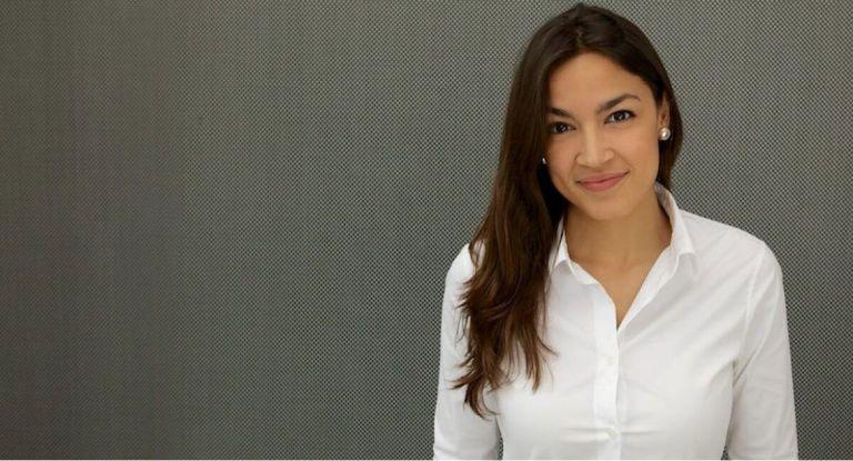 Αλεξάντρια Οκάσιο Κορτές: Μία πολιτικός που δεν πτοείται και απαντάει στις επιθέσεις | tanea.gr