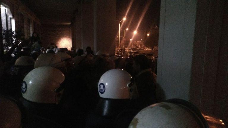 Επεισόδια και δύο τραυματίες σε εκδήλωση με τον Πάνο Σκουρλέτη | tanea.gr