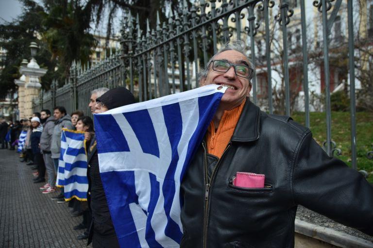 Τέλος εποχής με την κοινωνία και το πολιτικό σύστημα σε βαθιά κρίση | tanea.gr