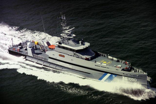 Σκάφος του Λιμενικού στην υπηρεσία κλακαδόρων του Τσίπρα | tanea.gr