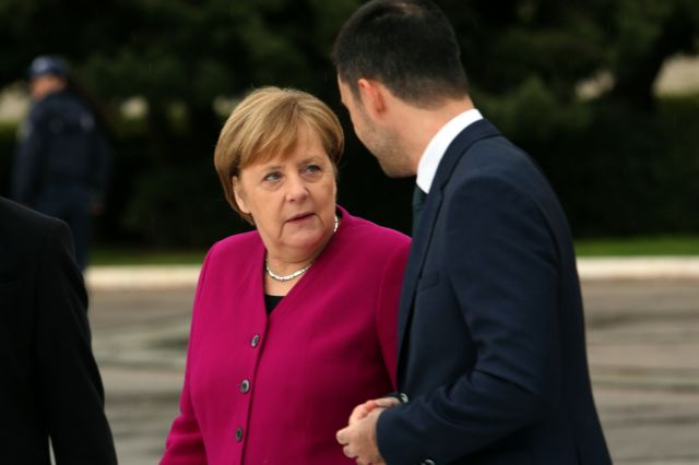Merkel discusses economy with entrepreneurs, executives in Athens | tanea.gr