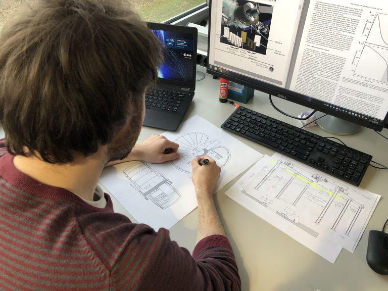 Ελληνας φοιτητής σχεδιάζει κατοικίες για ένα ευρωπαϊκό «Σεληνιακό Χωριό» | tanea.gr