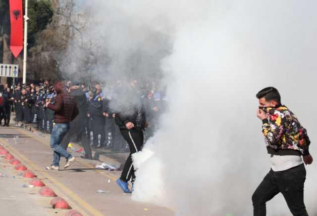 Εμφύλιος στην Αλβανία: Σοβαρά επεισόδια κατά Εντι Ράμα και εισβολή στο κτίριο της κυβέρνησης | tanea.gr