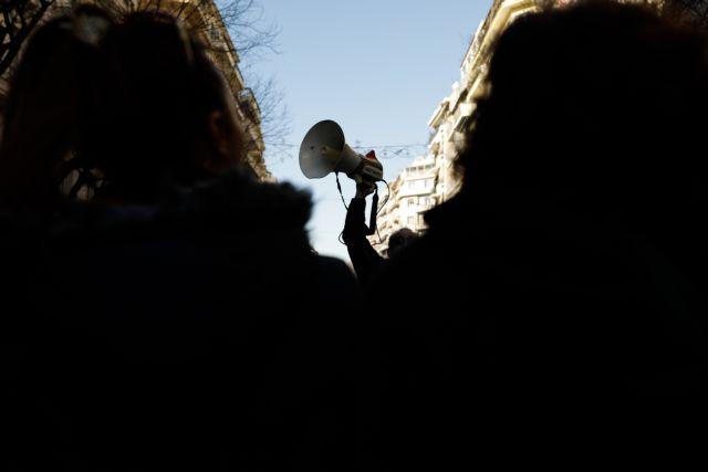 Απεργία και συγκέντρωση στο υπουργείο Εργασίας των εργαζομένων στα ταμεία | tanea.gr
