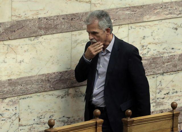 Σάλος για τα δεκανίκια του ΣΥΡΙΖΑ : «Κοινοβουλευτική ντροπή» | tanea.gr