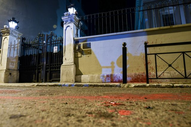 Επίθεση Ρουβίκωνα στην ιταλική πρεσβεία | tanea.gr