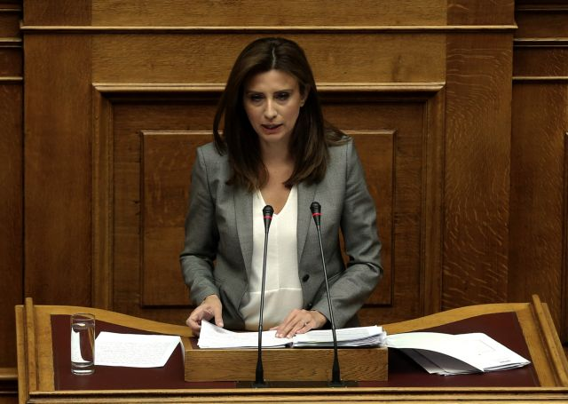 Ηχηρή διαφοροποίηση της Νίνας Κασιμάτη στην ψηφοφορία για τη Συνταγματική Αναθεώρηση | tanea.gr