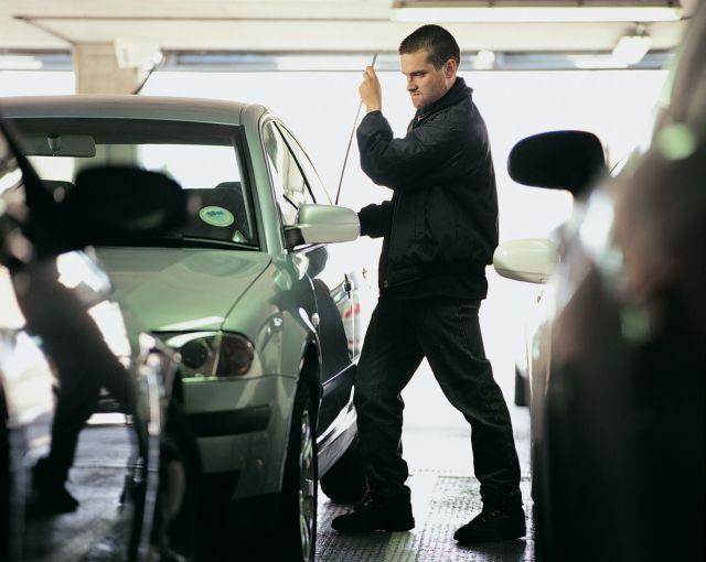 Στα χέρια της αστυνομίας σπείρα που «χτυπούσε» ΙΧ και μοτοσικλέτες | tanea.gr