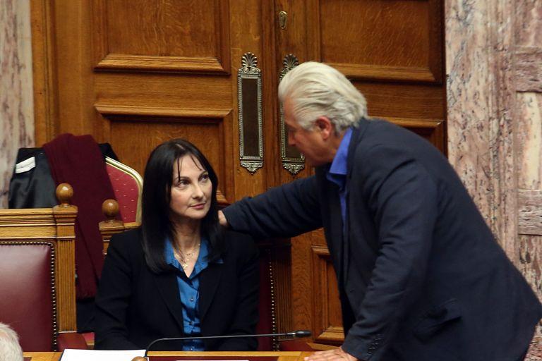 Δεκανίκι στην κυβέρνηση από τους έξι - «Ναι» σε κάθε νομοσχέδιο | tanea.gr