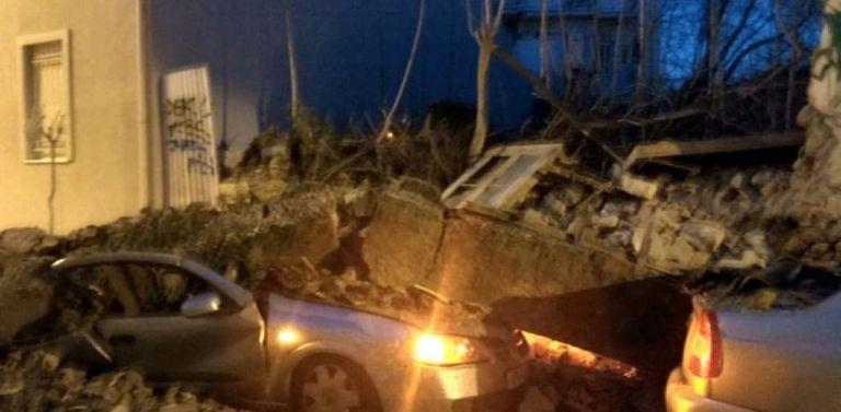 Βίντεο-ντοκουμέντο: Το κτήριο στο Γκάζι καταρρέει πάνω σε αυτοκίνητα | tanea.gr