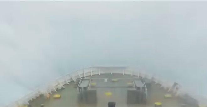 Δαμάζοντας τα κύματα: Ελληνικό πλοίο στην Αδριατική με 10 μποφόρ! | tanea.gr
