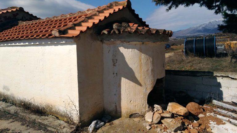 Ελασσόνα: Γκρέμισαν τμήμα εκκλησίας ψάχνοντας για λίρες | tanea.gr