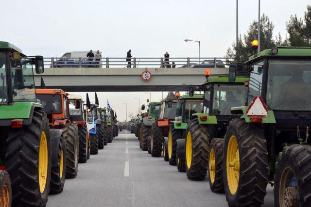 Αγροτικά μπλόκα: Τα τρακτέρ κόβουν τη χώρα στα δύο | tanea.gr
