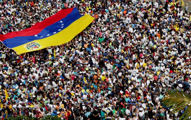 Καζάνι που βράζει η Βενεζουέλα - Χιλιάδες πολίτες στους δρόμους κατά Μαδούρο | tanea.gr