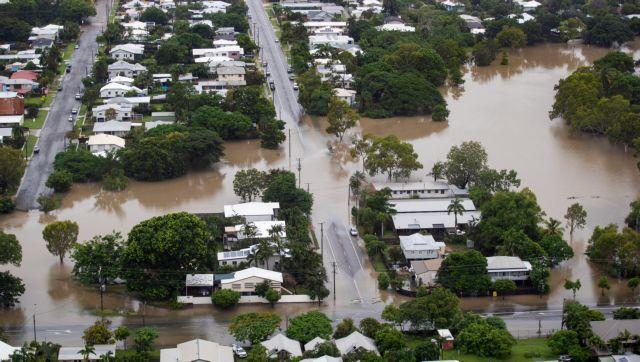 «Πνίγεται» η Αυστραλία: Κροκόδειλοι βγήκαν στους δρόμους | tanea.gr