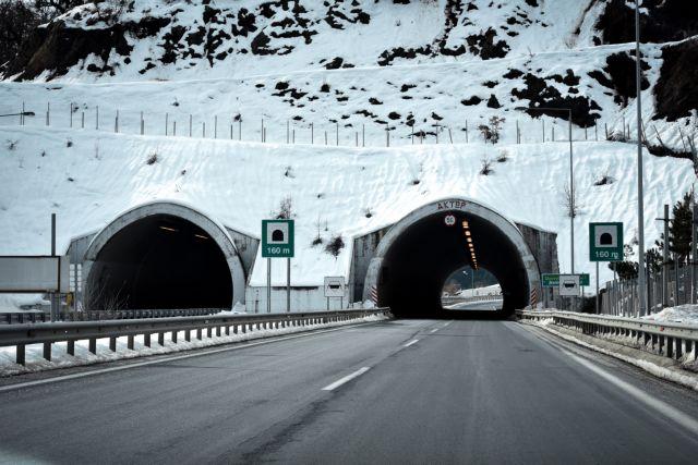 Στα λευκά τα Τρίκαλα - Προβλήματα στις μετακινήσεις | tanea.gr