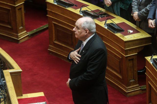 Ο Τέρενς Κουίκ έγινε βουλευτής και ορκίστηκε να μείνει πιστός στον Τσίπρα | tanea.gr