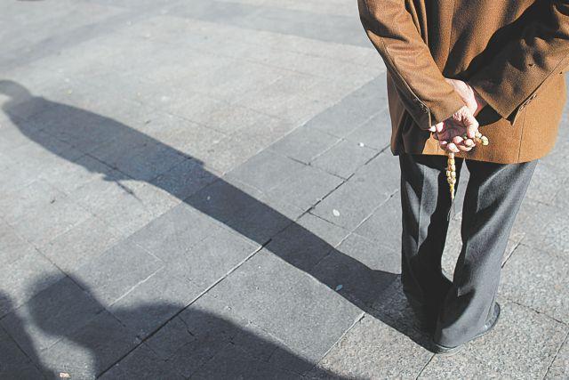 Ογδοντάχρονος πείστηκε από 20χρονη και της έδωσε 16.000 ευρώ | tanea.gr