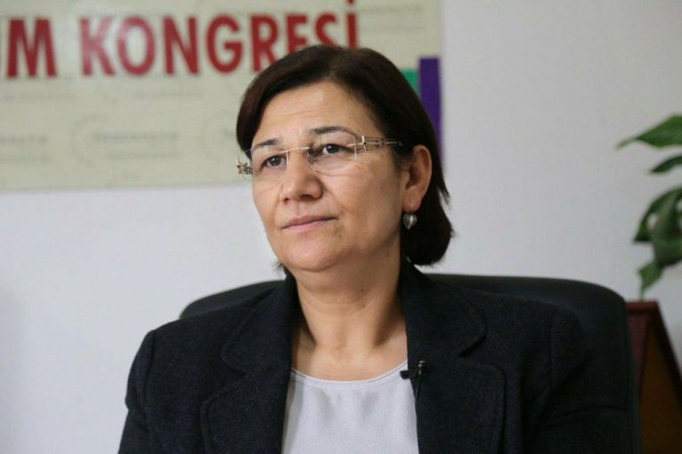Τουρκία: Διαδήλωση υπέρ βουλευτίνας που κάνει απεργία πείνας | tanea.gr