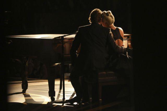 Η Lady Gaga σπάει τη σιωπή της και απαντά για τη σχέση της με τον Μπράντλεϊ Κούπερ   tanea.gr