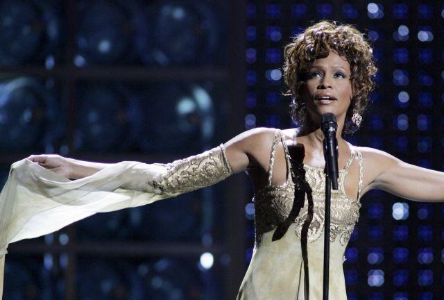 Whitney Houston : Η ζωή και το τέλος της πιο πολυβραβευμένης γυναίκας τραγουδίστριας | tanea.gr