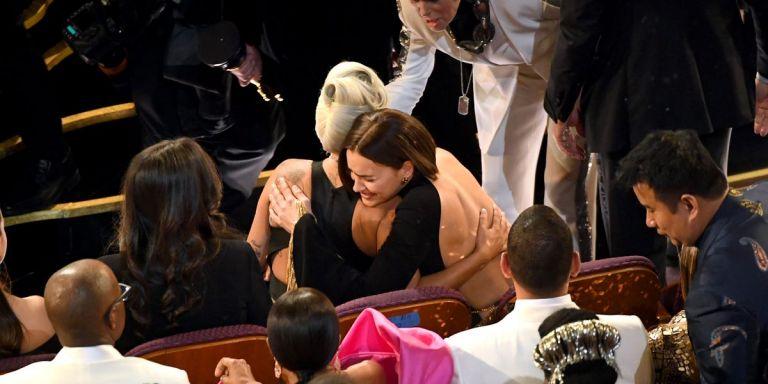 Οσκαρ : Η Lady Gaga αγκαλιάζει την Irina Shayk και κλείνει στόματα | tanea.gr
